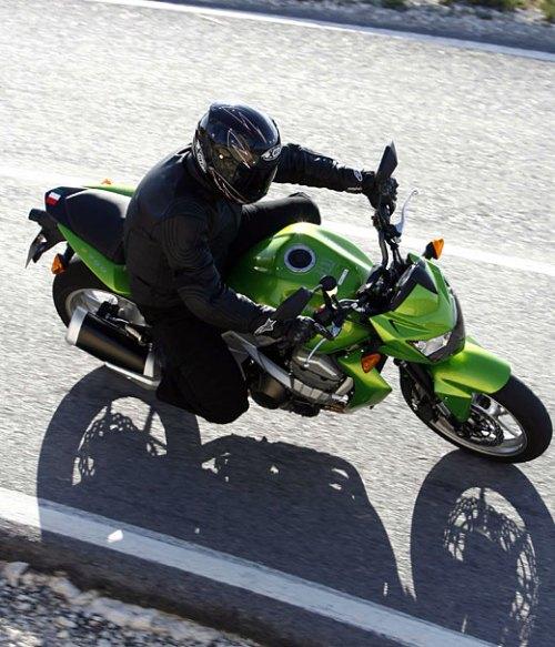 Kawasaki Z750 - posizione di guida (1/2)